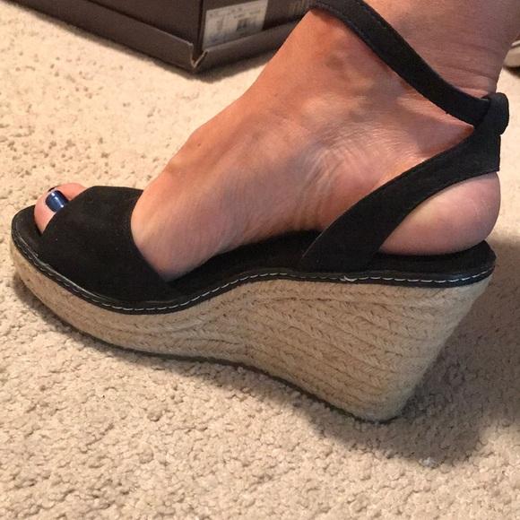 8fff4360237 Cute Black Wedge Sandals. M 5adb98eef9e5014fd16e0802